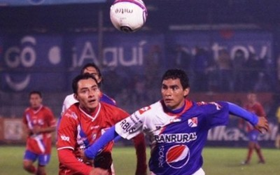 El súper Chivo de Xelajú que dirige el hondureño Nahún Espinoza, se clasificó a la repesca en Guatemala pese a caer de local el domingo uno a cero contra Suchitepéquez.