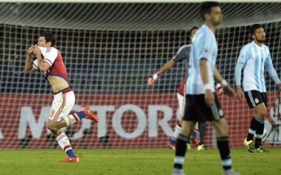 Paraguay se levantó de un dos adverso al final del primer tiempo y terminó igualando 2-2 contra Argentina en el Grupo B de la Copa América 2015.