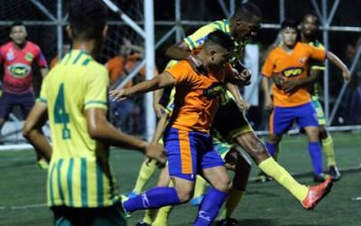 Parrillas One y Lobos de la UPNFM protagonizaron un gran partido en cuartos de final del Clausura 2016. (Foto cortesía Diario Diez)