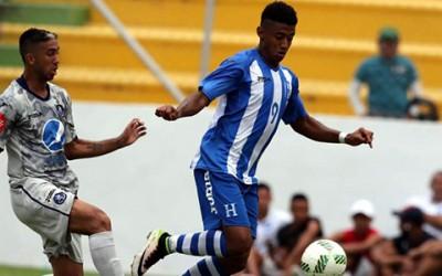 Anthony Lozano (der) anotó el gol de la Sub-23 contra Motagua es marcado por Santiago Vergara el 20 de Julio, 2016 en Comayagua. (Foto cortesía La Prensa)