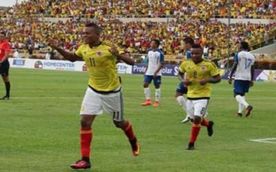 Teófilo Gutiérrez festeja el segundo gol contra Honduras el domingo 24 de Julio, 2016 en Cartagena, Colombia.