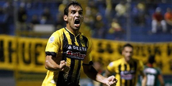 Claudio Nicolas Cardozo anotó los dos goles en el triunfo 2-1 del Real España sobre Marathón el sábado 6 de Agosto, 2016. (Foto La Prensa)