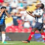 Tiago Volpi evitó un gol cantado de Alberth Elis con Monterrey ((video))