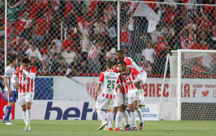 El silbante Erick Miranda sacó preventivo a Antonio Beckeles y Manuel Iturra por Necaxa y a Jorge Hernández por Pachuca