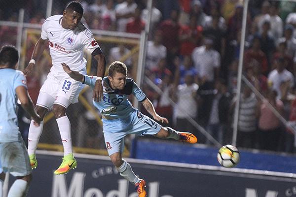 Carlo Costly v Alianza