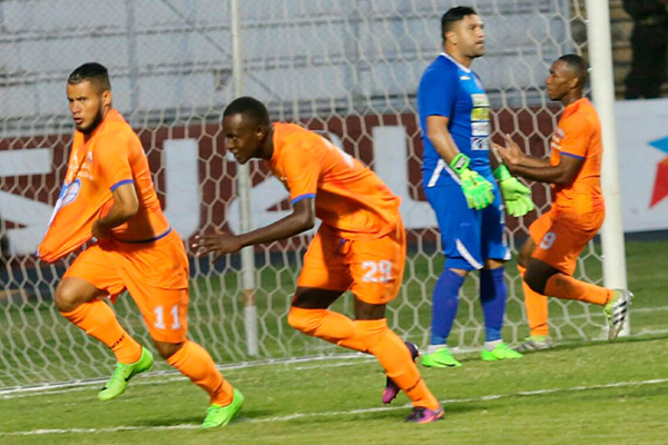 Lobos UPNFM v Real Sociedad
