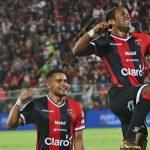 A pesar de los dos goles de Roger Rojas, Alajuelense perdió el liderato