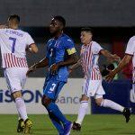 Maynor Figueroa rescata a Honduras contra Paraguay