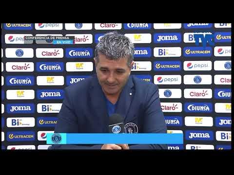Diego-Vázquez-después-de-vencer-al-Real-España-y-seguir-de-líder