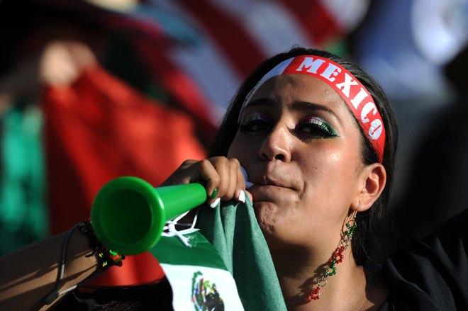 Apoyando todo el tiempo al Tri esta belleza mexicana