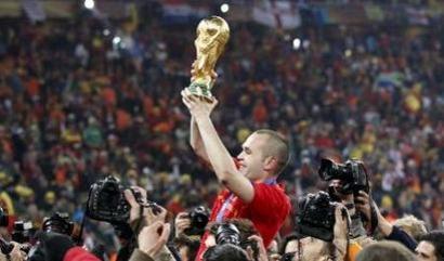 Andrés Iniesta con la Copa