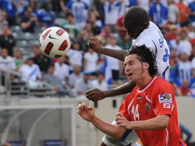 Oscar Boniek contra Bryan Oviedo