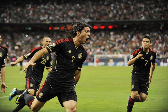 Aldo de Nigris celebra el gol ante Honduras
