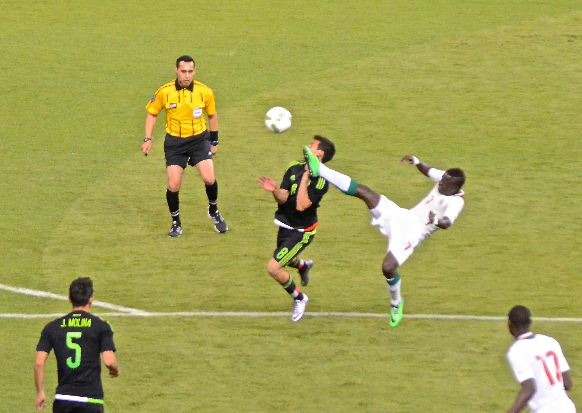 Acción México vs Senegal Foto: Nicolás Tapia